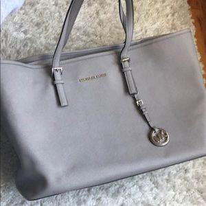 IMMACULATE Michael Kors shoulder bag